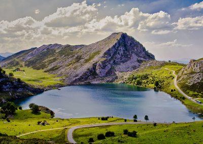 Lago Enol en los Picos de Europa