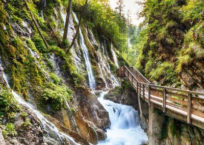 Cascada en los Alpes Alemanes